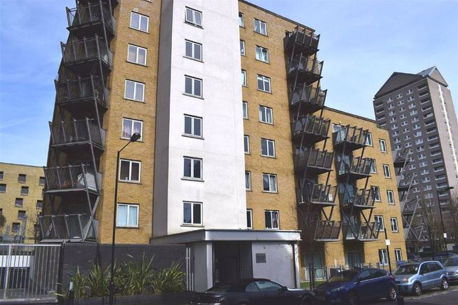 Thumbnail Flat to rent in Hutchings Street, Canary Wharf, London