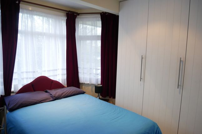 Room to rent in Heather Park Drive, Wembley HA0