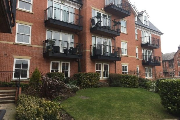 Thumbnail Flat to rent in Groby Road, Altrincham