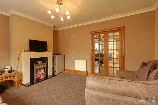 Lounge of Queen Victoria Road, Tupton, Chesterfield, Derbyshire S42