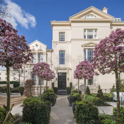 6 bedroom terraced house for sale in Prince Albert Road, Regents Park, London