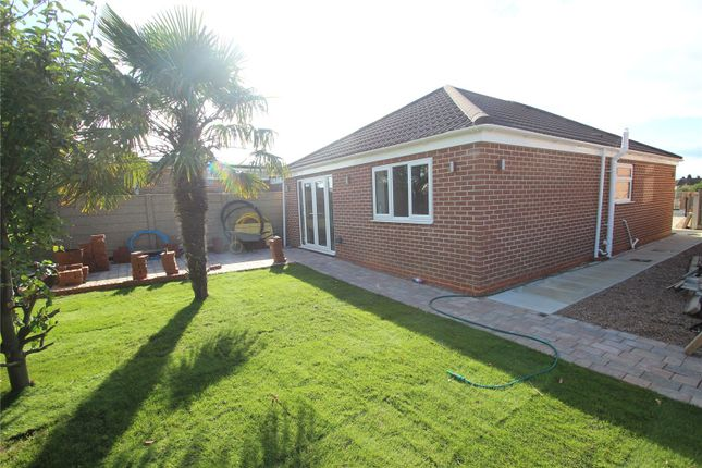 Thumbnail Bungalow for sale in Wakefield Road, Fitzwilliam, Pontefract, West Yorkshire