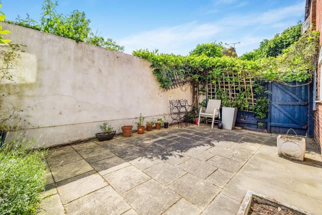 Thumbnail Flat for sale in Kingsley Road, Loughton