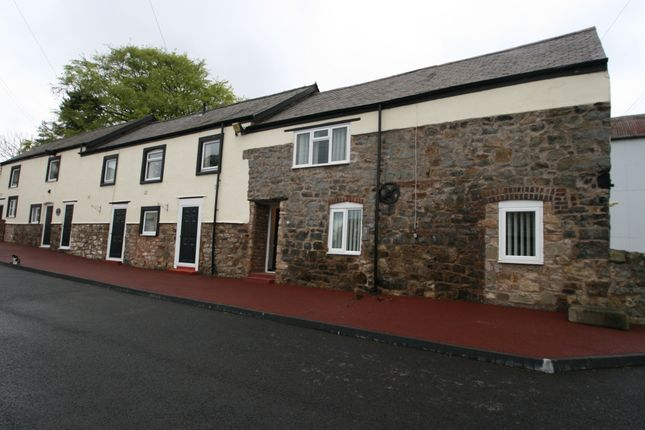 2 bed barn conversion to rent in Drury Lane, Pentrobin