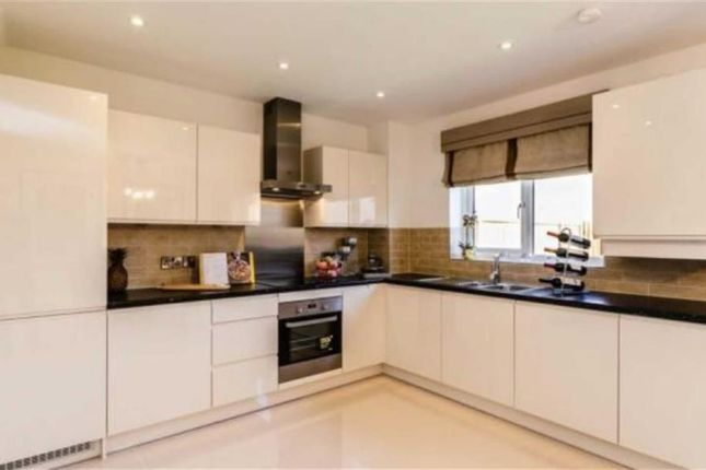 Thumbnail Detached house for sale in Brighton Road, Horley