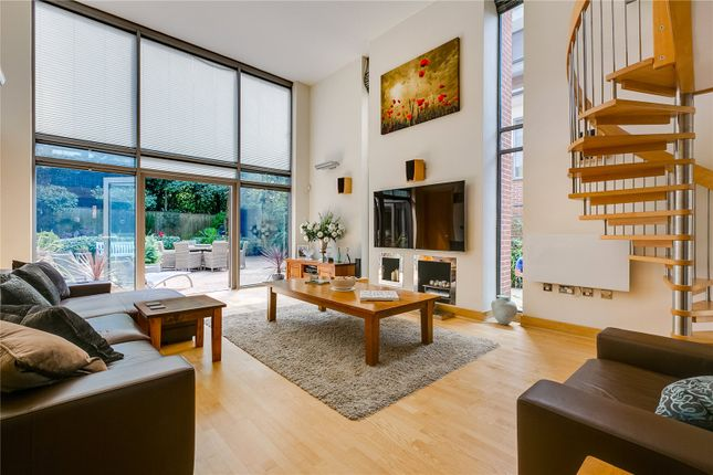 Thumbnail Property for sale in Paddock Way, London
