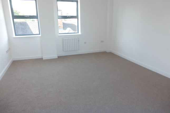 Thumbnail Penthouse for sale in Barnsley, Long Street, Atherstone