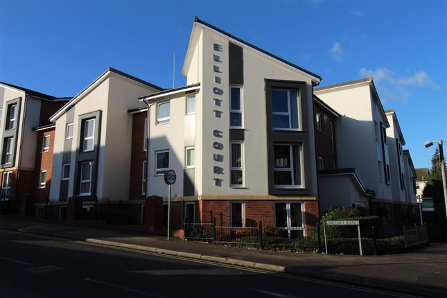 Thumbnail Flat for sale in Elloitt Court, High Street North, Dunstable