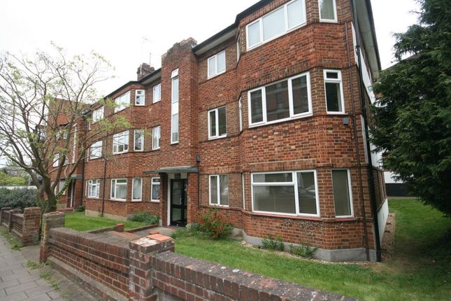 2 bed flat to rent in Garrison Court, Hitchin