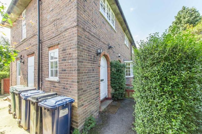 Thumbnail Maisonette to rent in Neale Close, East Finchley