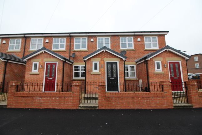 3 bed town house to rent in Wardley Street, Pemberton, Wigan