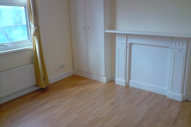 Thumbnail Flat to rent in Munster Road, London