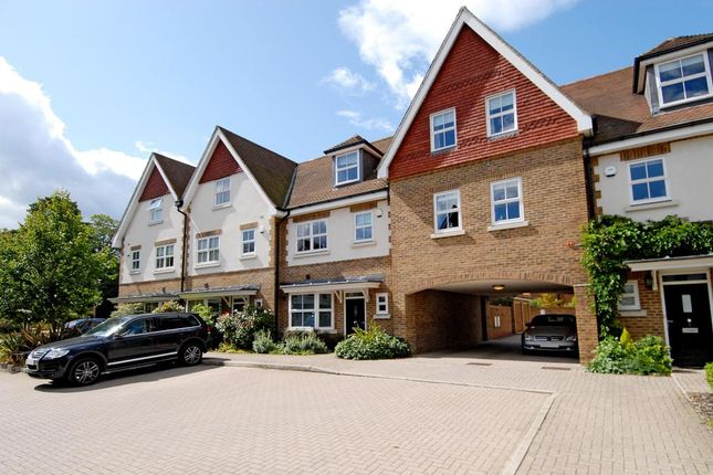 Thumbnail Town house to rent in Gatcombe Crescent, Ascot