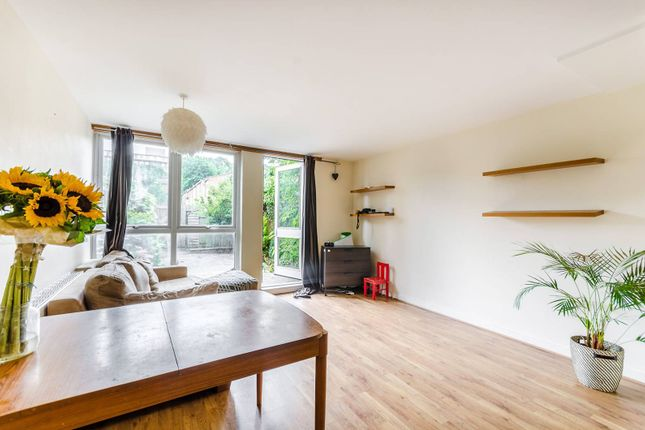 Thumbnail Terraced house to rent in Walnut Tree Road, Greenwich