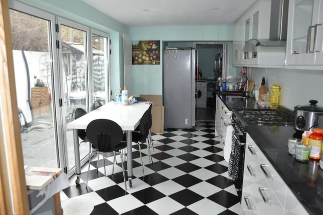 3 bed terraced house to rent in Yeldham Road, Hammersmith W6