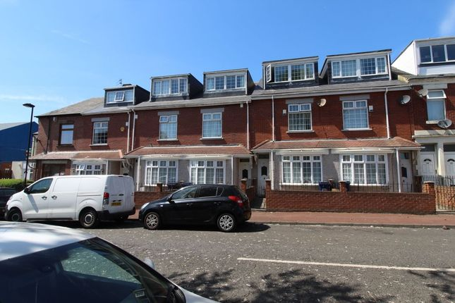 Thumbnail Flat for sale in Lynnwood Terrace, Newcastle Upon Tyne