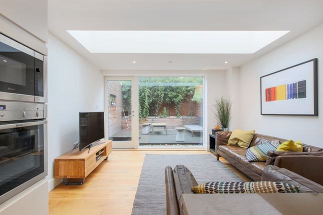 Thumbnail Flat to rent in Hill Grove Court, Windsor Walk