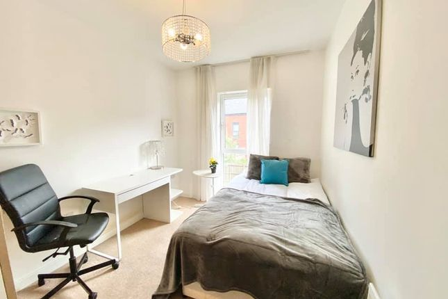 Thumbnail Room to rent in Double Bedroom, Park Central