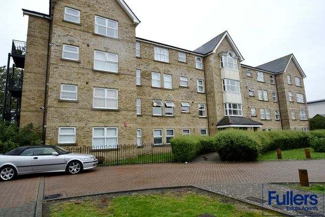 Flat for sale in Cobham Close, Enfield