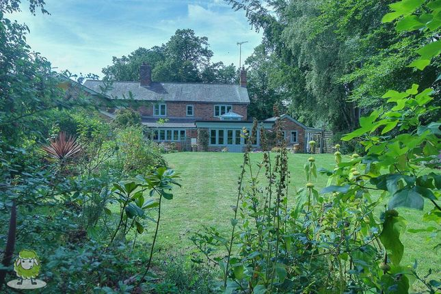 Thumbnail Cottage for sale in Chester Road, Churton, Chester