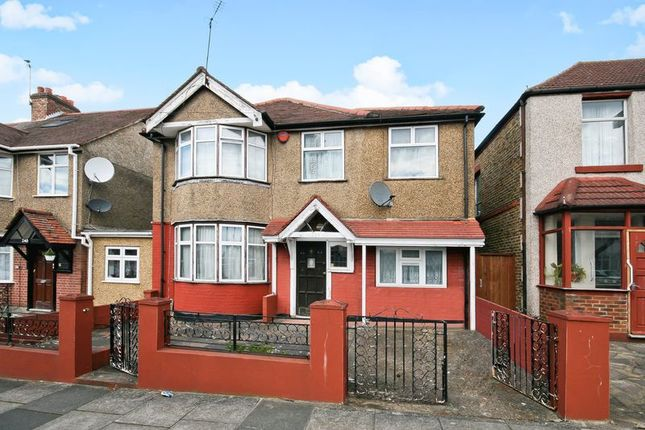 Thumbnail Detached house for sale in Sudbury Heights Avenue, Greenford, Middlesex