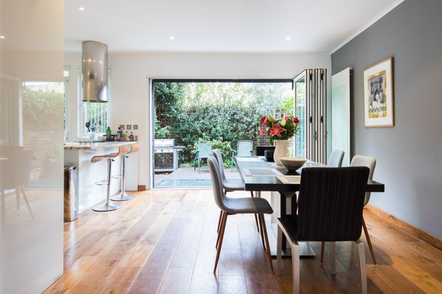 Thumbnail Town house to rent in Caroline Place, London