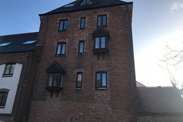 2 bed flat to rent in Brewery Walk, Worcester