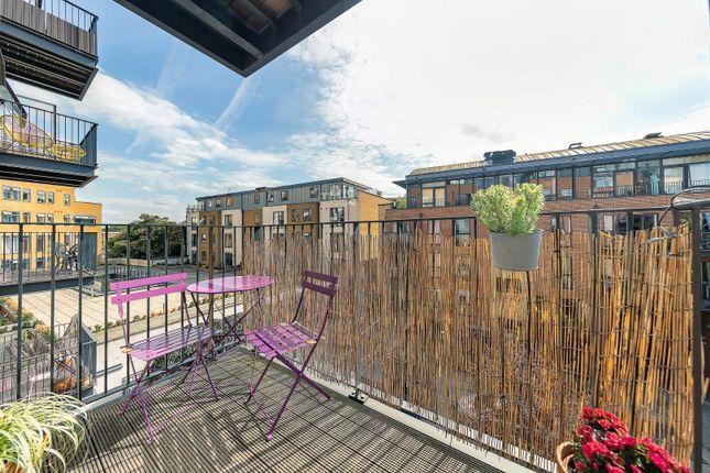 Balcony (1) of Carney Place, London SW9