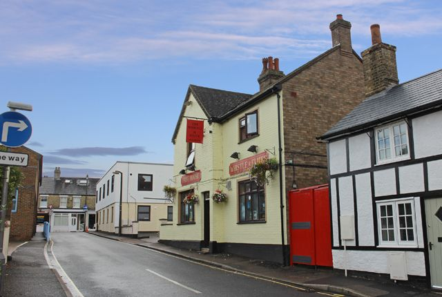 Thumbnail Pub/bar for sale in Mill Lane, Biggleswade