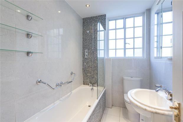 Bathroom of Lanchester Court, Seymour Street, London W2