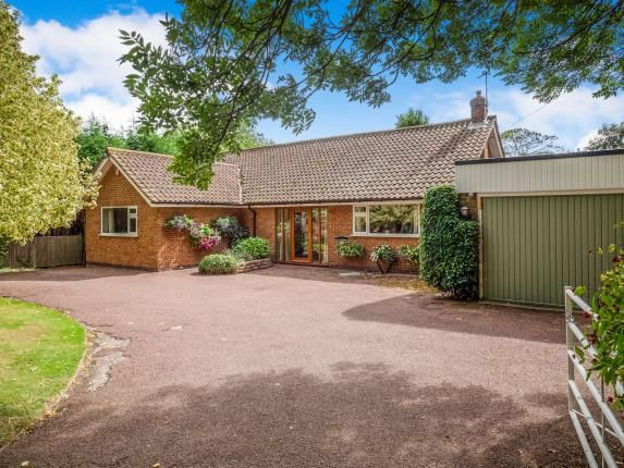Thumbnail Bungalow for sale in Holme Lane, Holme Pierrepont, Nottingham, Nottinghamshire
