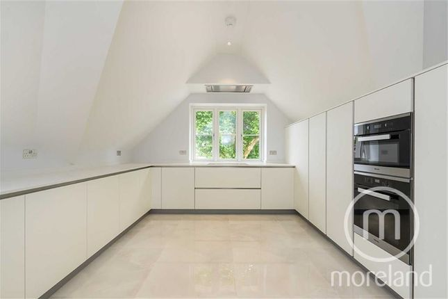 Thumbnail Flat for sale in Dollis Avenue, Finchley