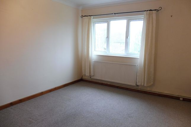 Thumbnail Flat to rent in Normanhurst Close, Lowestoft