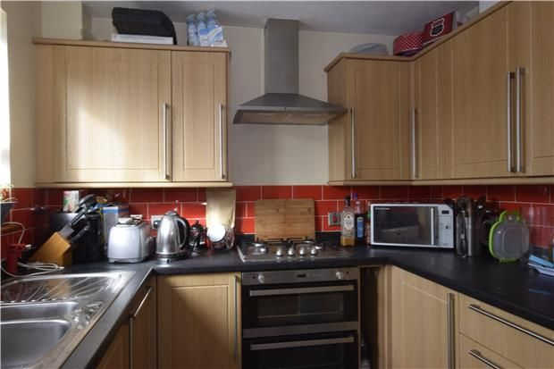 2 bed terraced house to rent in Barrington Close, Witney, Oxfordshire