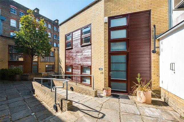 Picture No. 04 of Pied Bull Yard, London N1