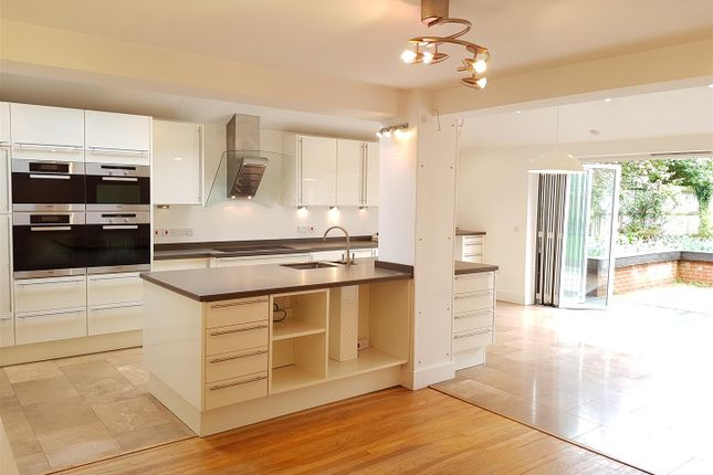 Thumbnail Detached house to rent in Wendan Road, Newbury