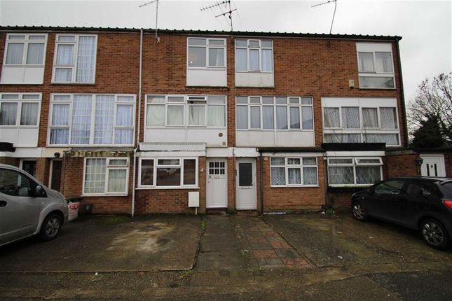 Thumbnail Town house to rent in Russet Close, Hillingdon, Middx