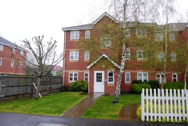 Thumbnail Flat to rent in 69 Woodfield Road, Thames Ditton