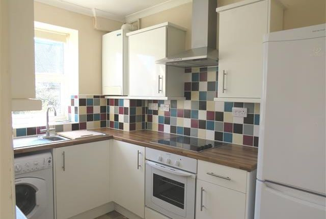 2 bed flat to rent in Mansard Close, Tring