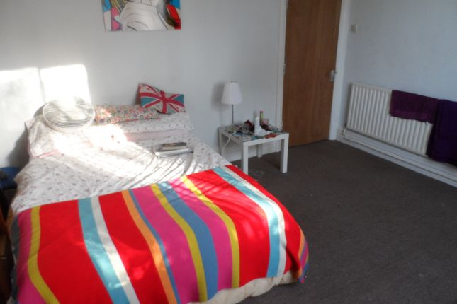 Thumbnail Shared accommodation to rent in Evington Place, Leicester