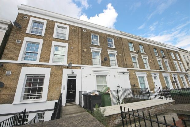 2 bed flat to rent in New Cross Road, London