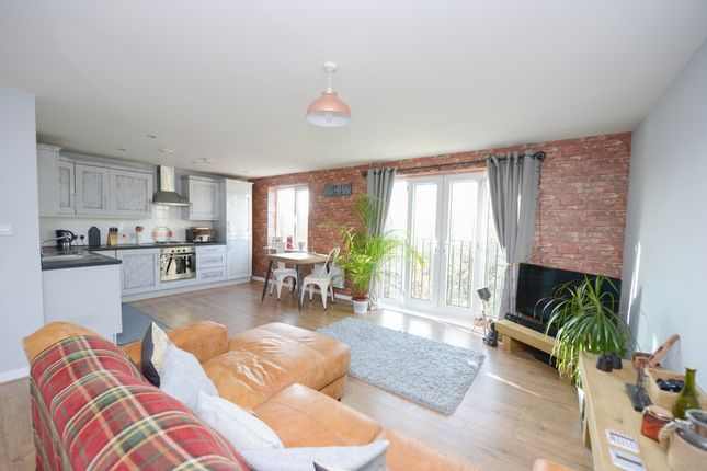Thumbnail Flat for sale in Brindley House, Tapton Lock Hill, Chesterfield