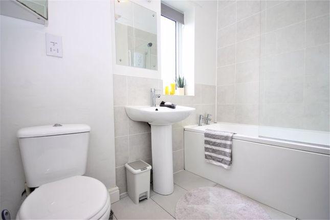 Bathroom of Endike Lane, Hull HU6