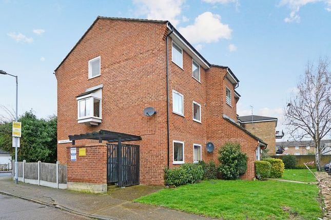 Thumbnail Flat for sale in Park Close, London