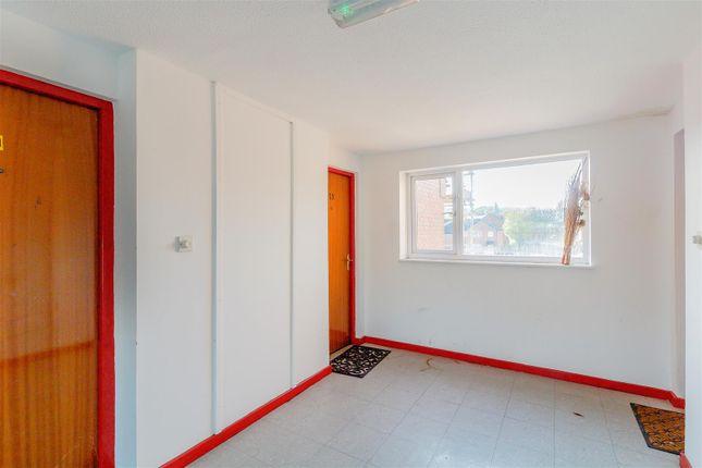 8402257-Interior10