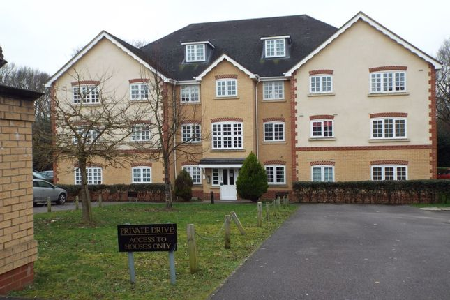 Thumbnail Flat to rent in Hurworth Avenue, Langley, Slough