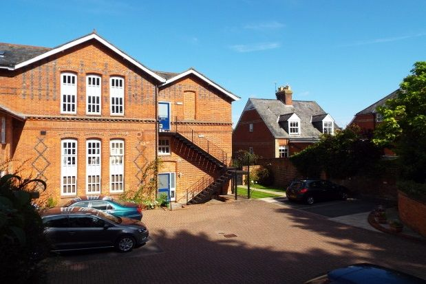 Thumbnail Maisonette to rent in Elm Road, Winchester