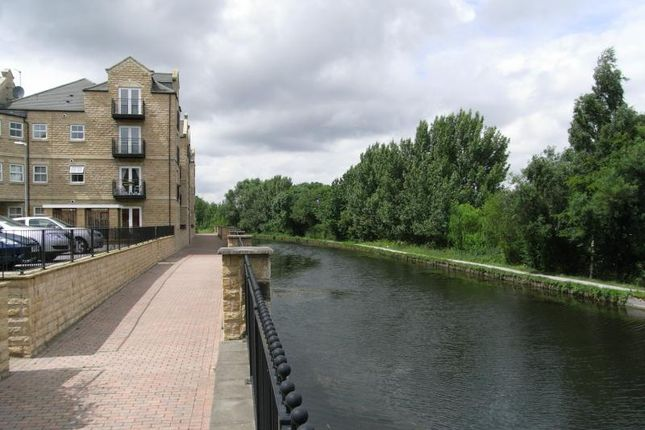 Thumbnail Flat to rent in Canalbank View, Waterside Mews, Rodley, Leeds