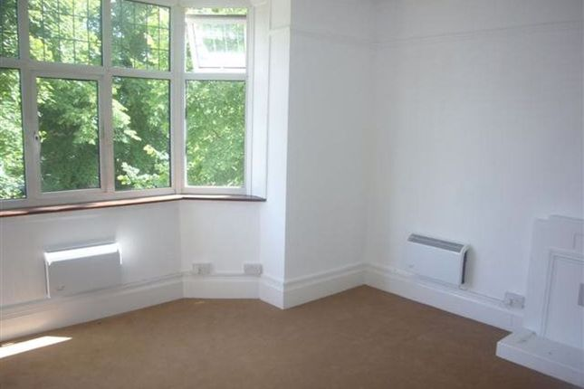 Studio to rent in Harewood Road, South Croydon CR2