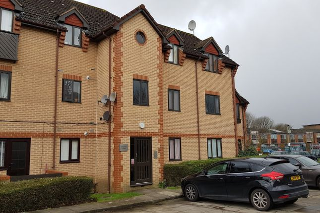 Thumbnail Flat for sale in Swan Drive, Colindale